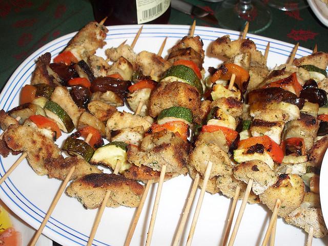 Испанское блюдо — мясо на шампурах (pincho)