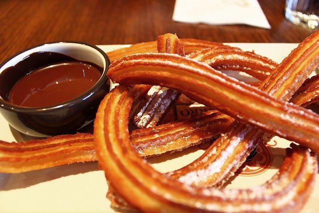 Испанское печенье Чуррос (churros) с горячим шоколадом