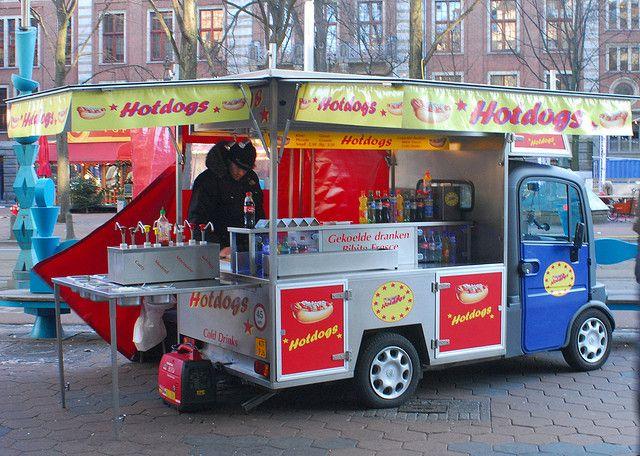 Фургончик с хот-догами в Амстердаме