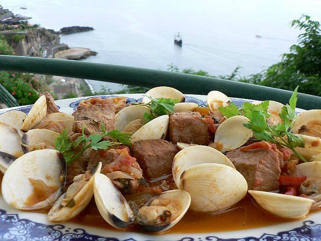 Португальское блюдо — Карне де порко а Алентежана (Carne de Porco à Alentejana)