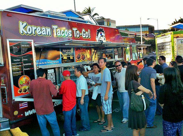 Очередь за корейским стрит-фудом на Гаваях