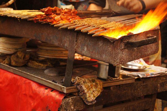 Приготовление мяса на мангале