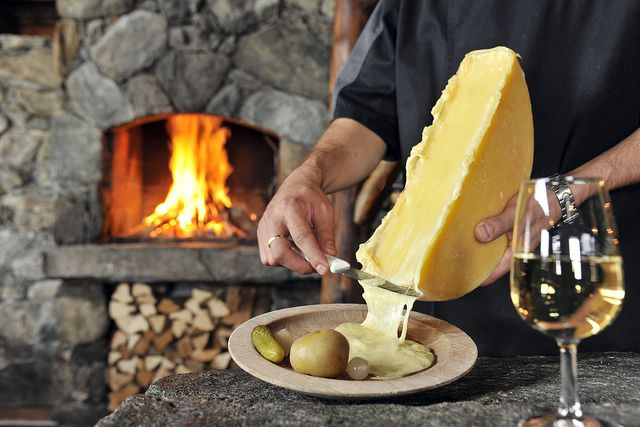 Швейцарский сыр Раклет