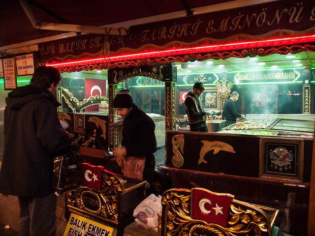 Продавец стрит-фуда в Стамбуле