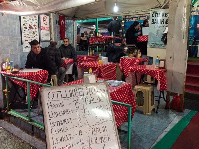 Общепит на рыбном рынке в Стамбуле