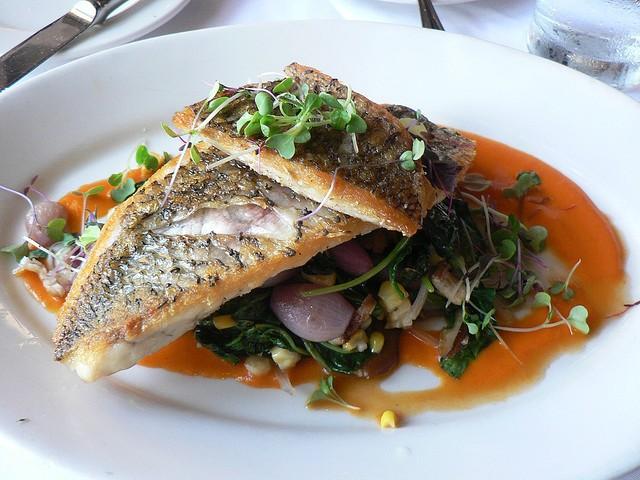 Австралийское рыбное блюдо — баррамунди