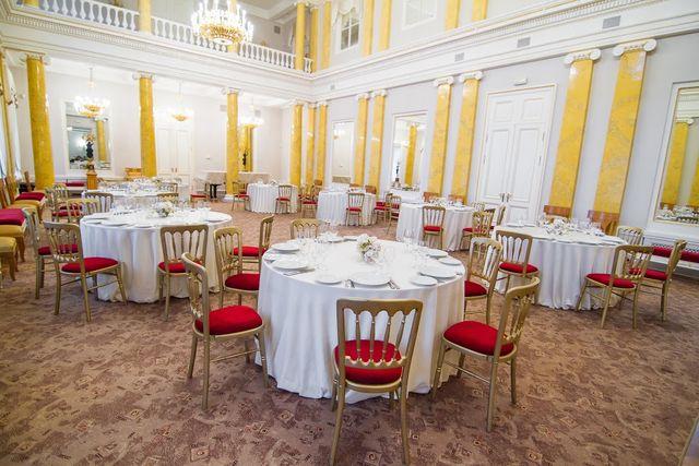 Столы во дворце