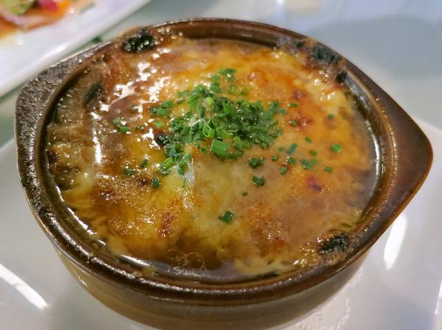 Луковый суп с тертым сыром