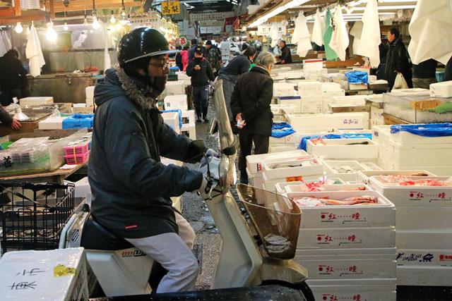 Мотоциклы со специальной корзиной для рыбы